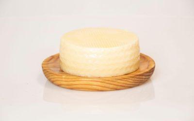 Tarta de queso con piñones y nueces